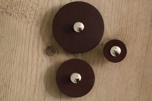 Pedestal Button Leather *Large